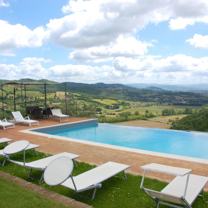 Prachtige luxe vakantie villa op de grens met Toscane.