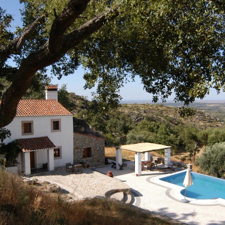 Casa das Pedras, Huis van de Stenen, dat op 125 meter van het grote huis ligt, biedt plaats aan maximaal 4 gasten.