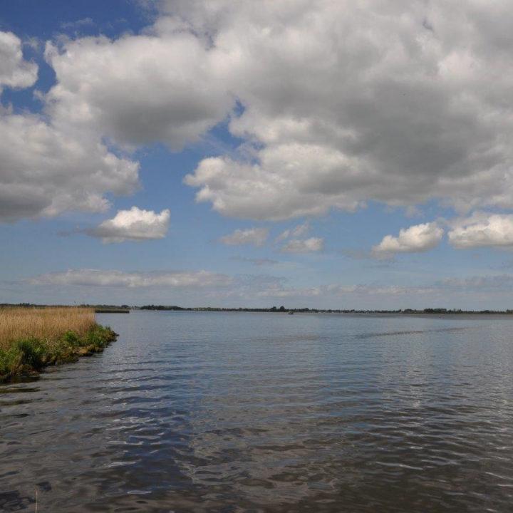 Met een bootje via de Markervaart naar het Alkmaardermeer.