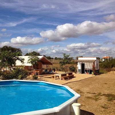 Elke safaritent heeft een eigen zwembad.