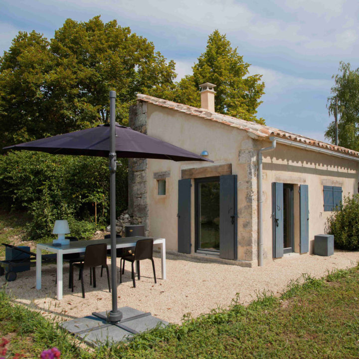 Dit nu luxe design ingerichte 2-persoons huis, was voorheen een gebouwtje met 4 stalletjes.