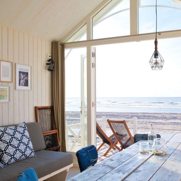 De Haagse Strandhuisjes zijn hip ingericht. Licht, ruim en in de sfeer van het strand.