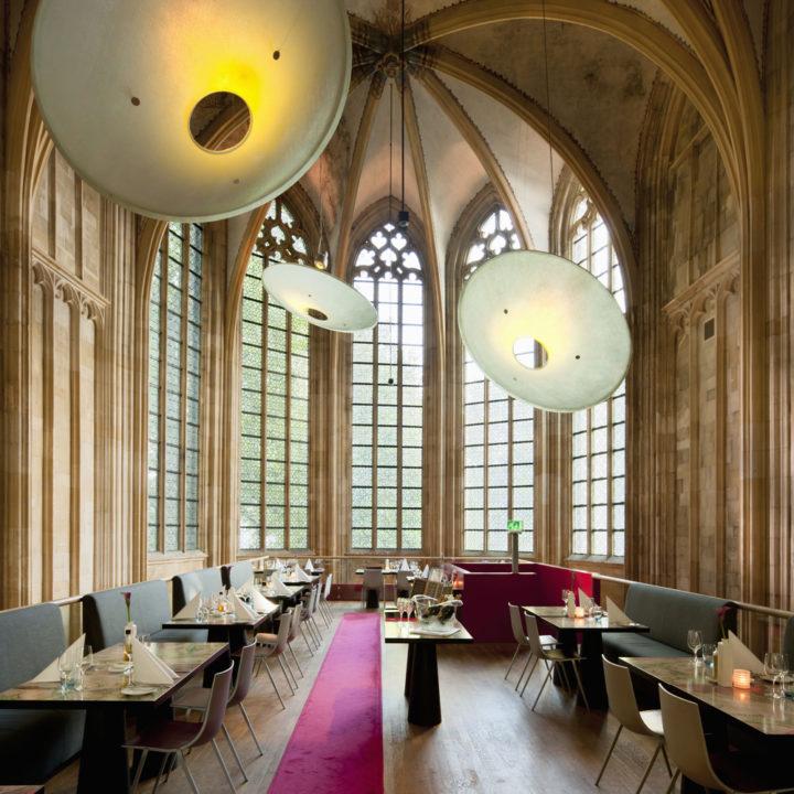 Een exclusief designhotel gevestigd in een voormalig klooster met bijbehorende kerk.