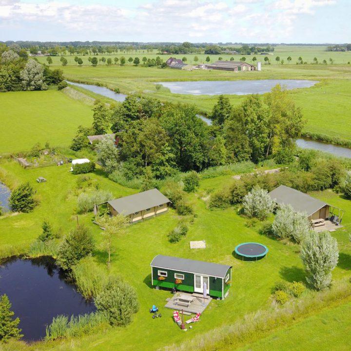 Gelegen in het groen, in het Groningse Westerkwartier.