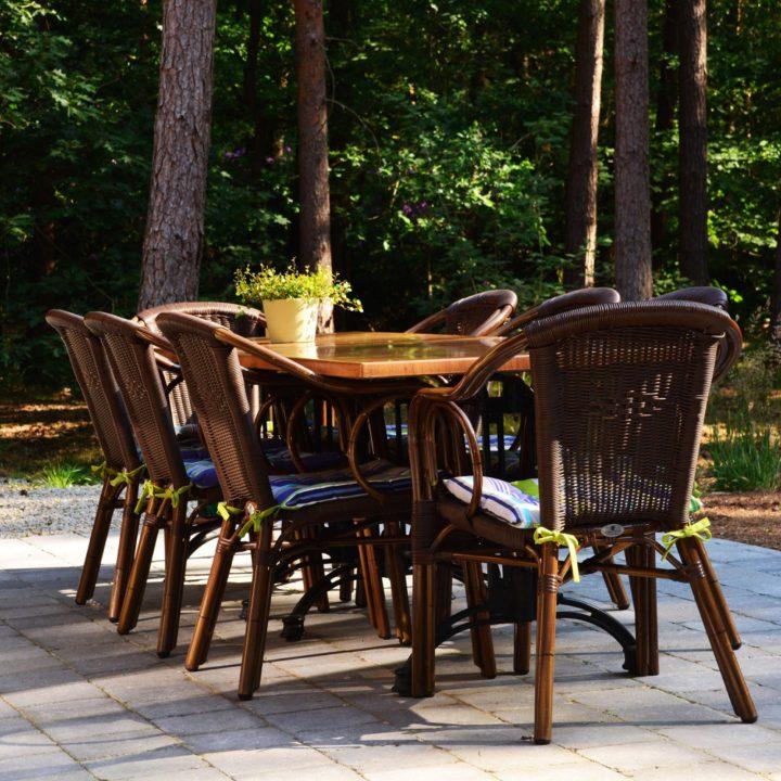 Terras tafel met stoelen
