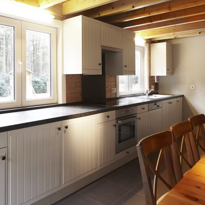 De keuken in het Boshuisje is van alle gemakken voorzien.