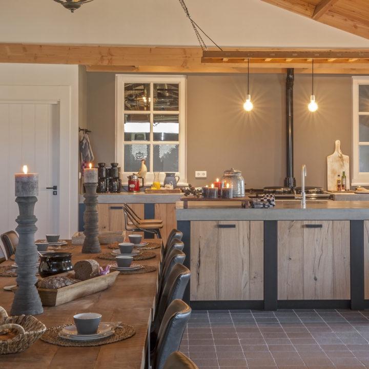 De landelijke en luxe keuken van de Broederij