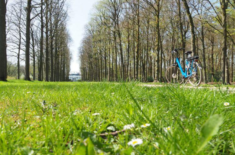 Fiets voor Paleis Soestdijk