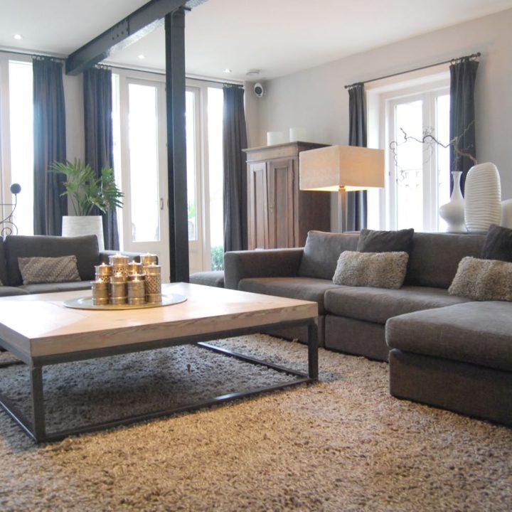 De prachtige woonkamer van Villa Binnenzee.