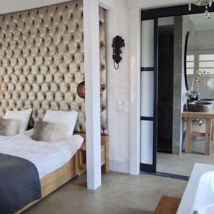 Een van de slaapkamers van Villa Binnenzee.