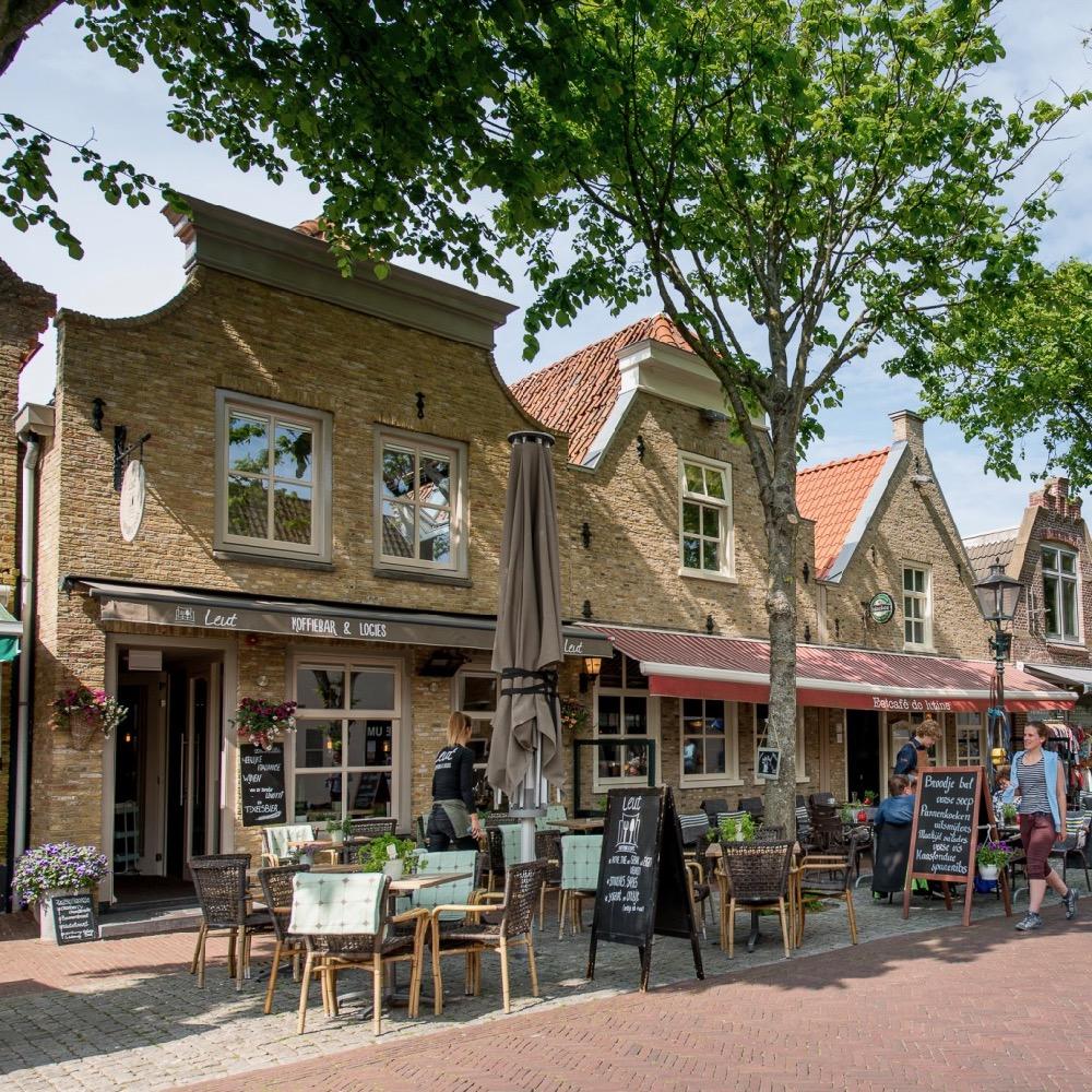 De hoofdstraat op Vlieland
