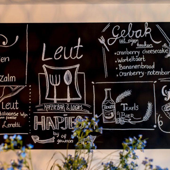 Krijtbord met het menu van Leut Vlieland