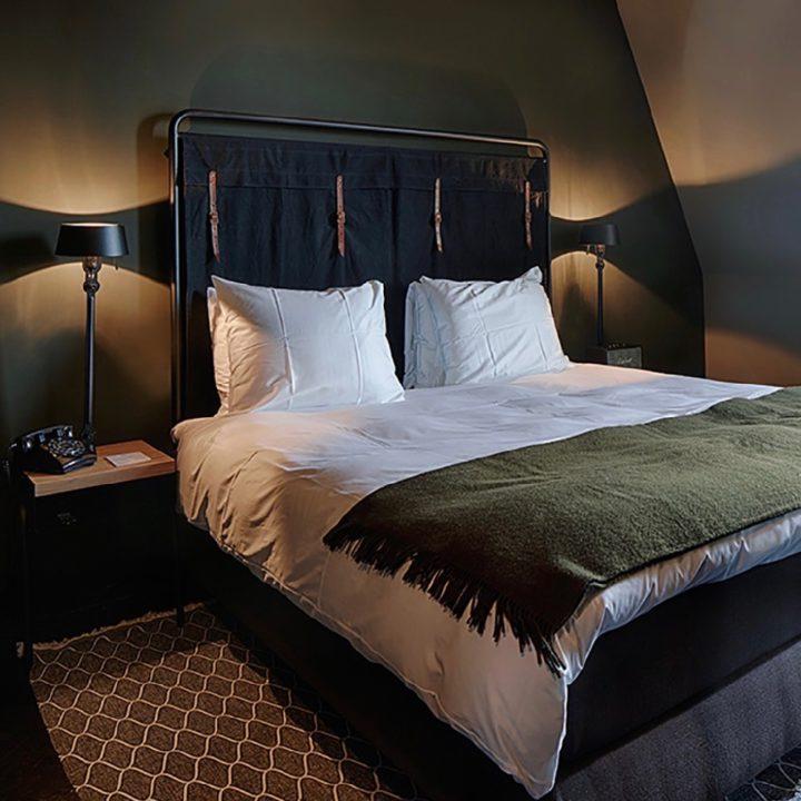 Comfortabel tweepersoons bed in het boutique hotel