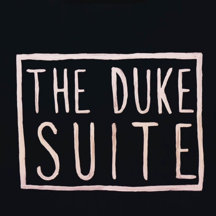 Bordje met The Duke Suite