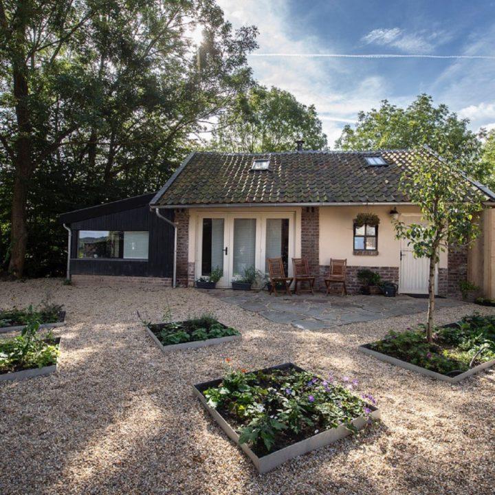 Vrijstaand huisje in de tuin van Domein Holset
