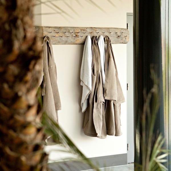 Badjassen aan de kapstok