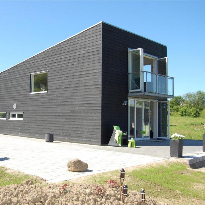 Strak zwart vakantiehuis op Funen
