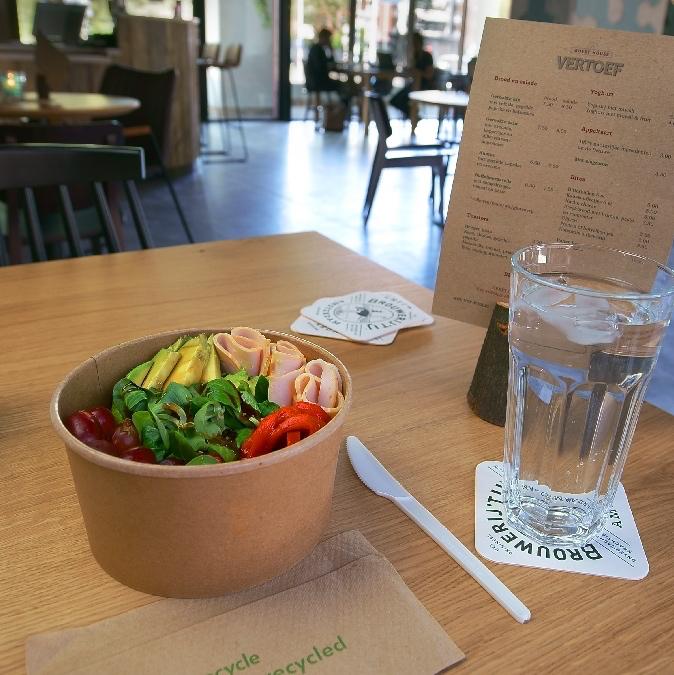 Salade in een bowl in een guesthouse in Nijmegen