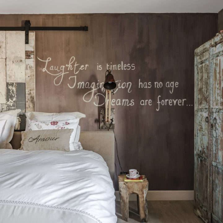 Romantische slaapkamer bij bed and breakfast met privé wellness