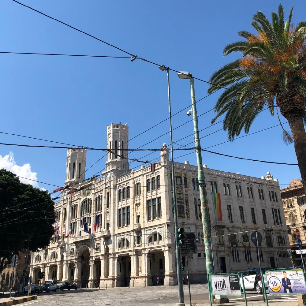 Historische gebouwen aan de boulevard van Cagliari