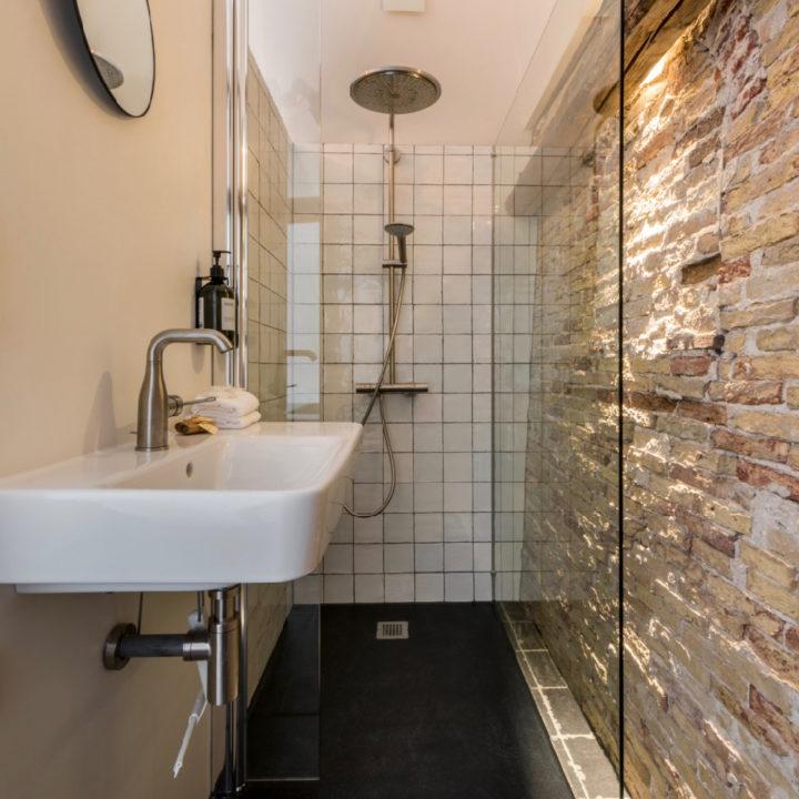 Badkamer in havenhuisje