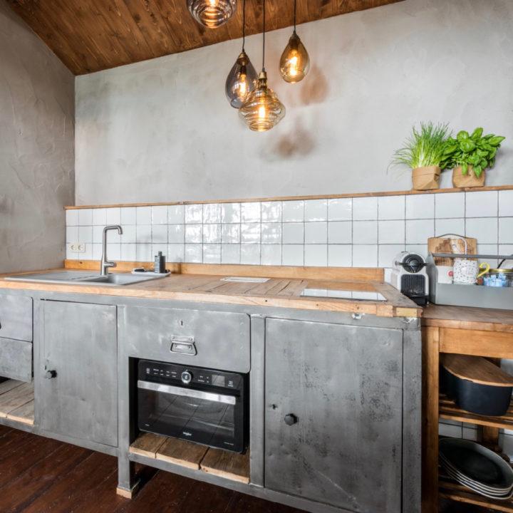 De keuken in het havenhuisje in Medemblik