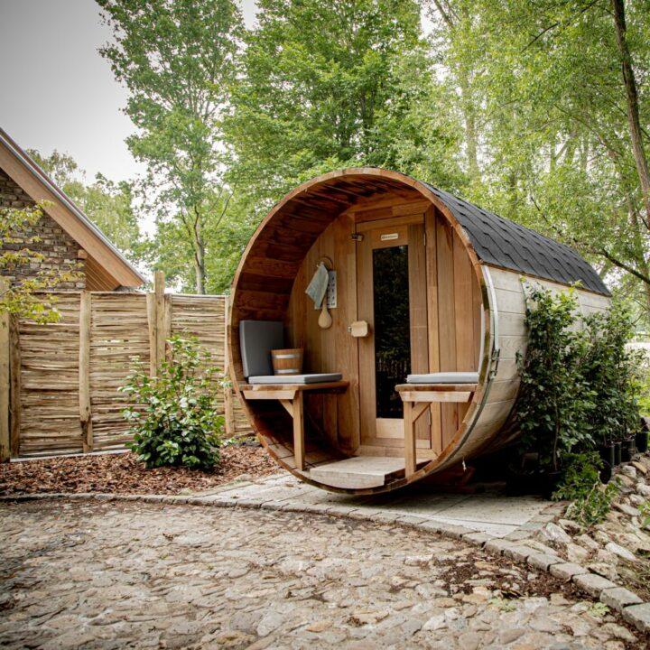 Ronde sauna in de tuin bij Hoeve Hurpesch