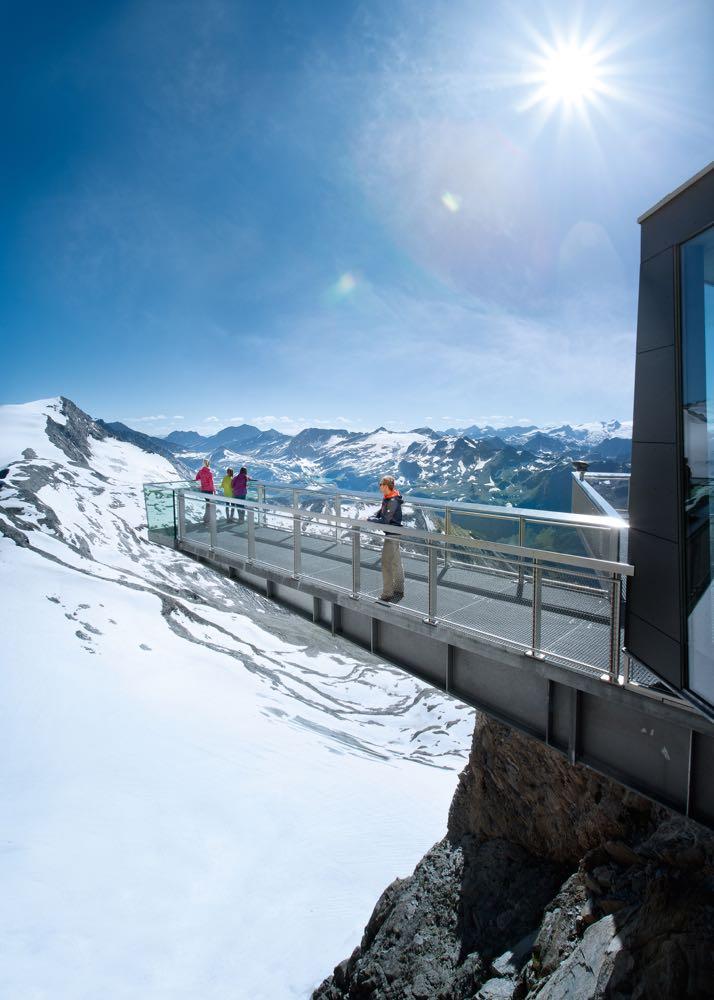 Op de gletscher van Kaprun, uitzichtspunt met zicht op sneeuw
