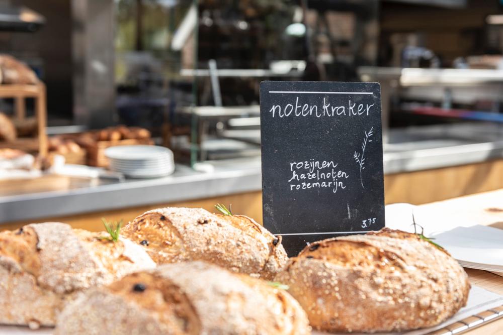 Vers en huisgemaakt brood bij Vroeg