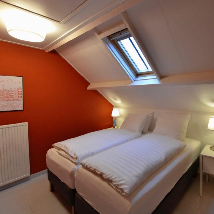 Een van de twee slaapkamers in het Huisje in Buren
