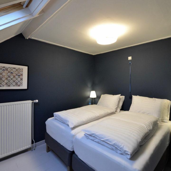 Tweepersoons bed in Huisje in Buren