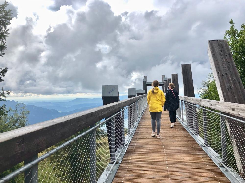 Een van de drie loopbruggen met uitzicht over Lac du Bourget