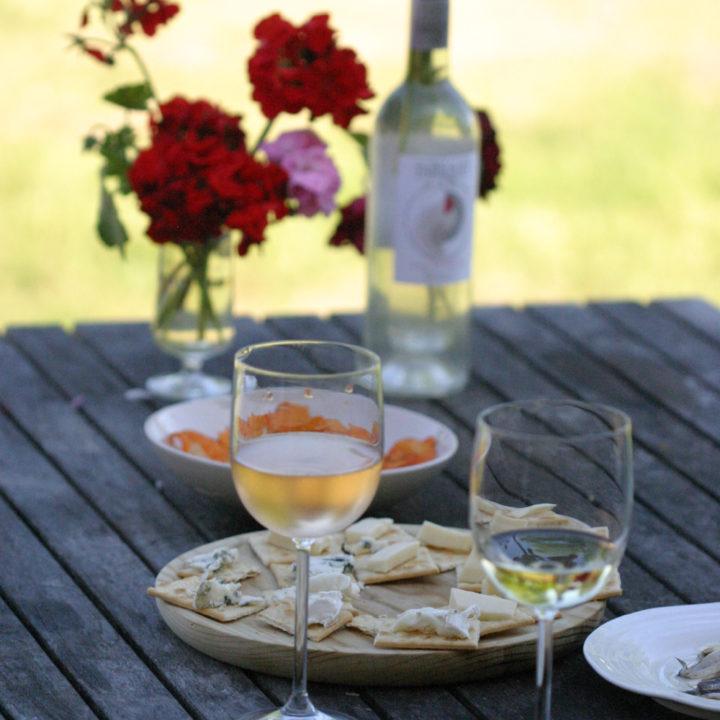 Met een wijntje op het terras van je Bell tent