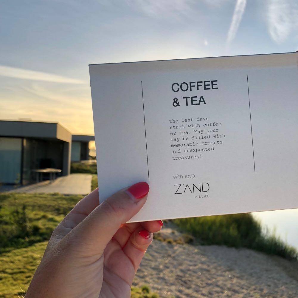 Coffee & Tea pakket met leuke tekst: geniet van het moment met een kopje koffie