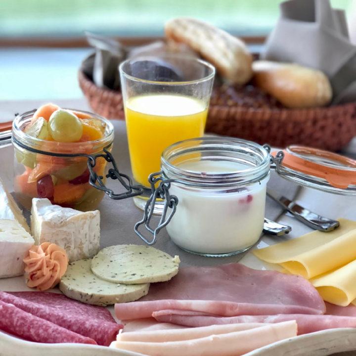 Een uitgebreid ontbijt aan huis gebracht bij de Natuurlofts®