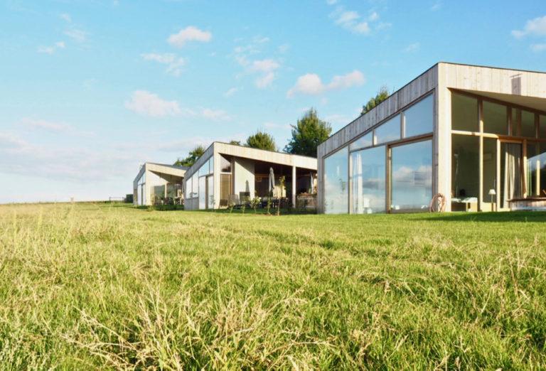 3 unieke Natuurlofts op een rij in de wei, in het Limburgse Heuvelland