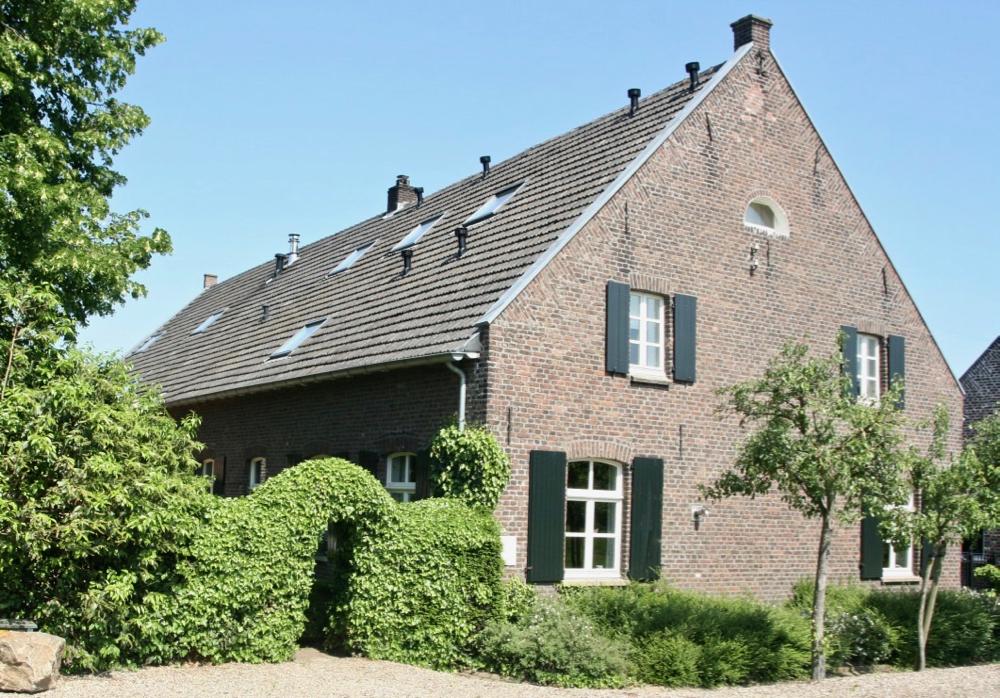 De buitenkant van de kasteelboerderij van d'Ouffenhoff