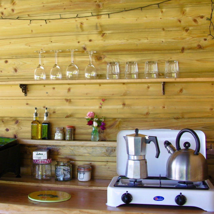 Keuken bij de bell tent