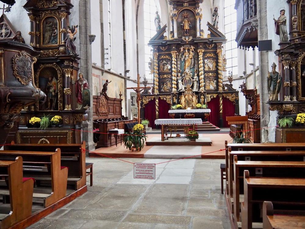 In de kerk van Prachatice met een bijzonder altaar