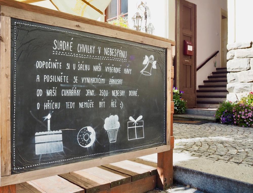 Welkomstbord - krijtbord bij het Nebespán boutique hotel