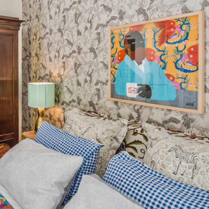 Kleurrijk en artistiek ingericht, een van de kamers van Anima B&B