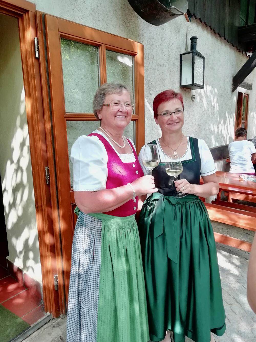 2 Oostenrijkse dames in dirndl