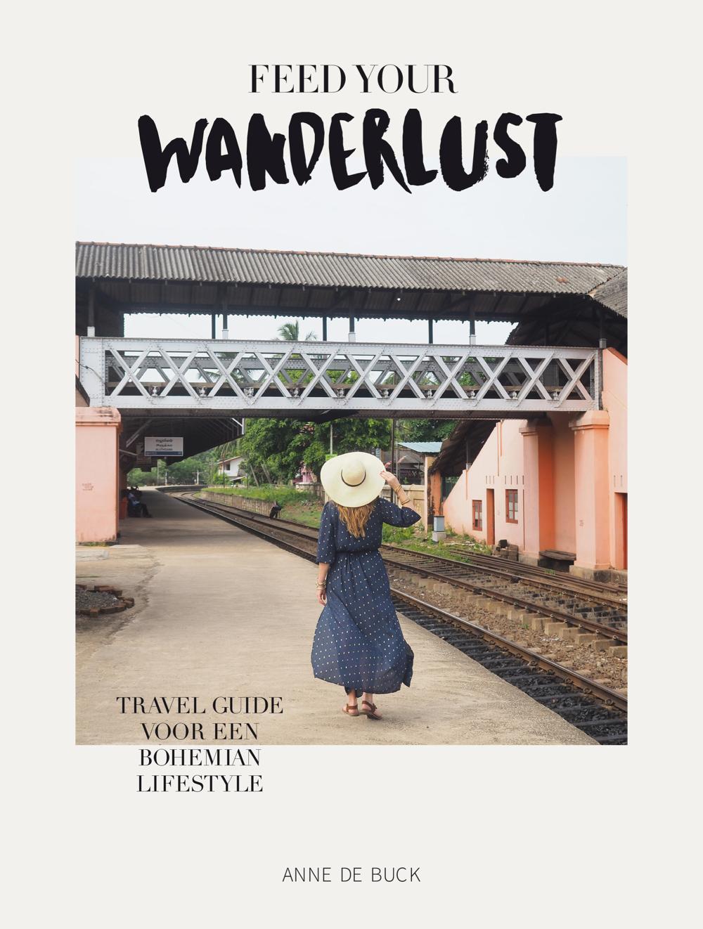 De cover van het boek Feed your wanderlust, met Anne de Buck aan de achterzijde langs het spoor