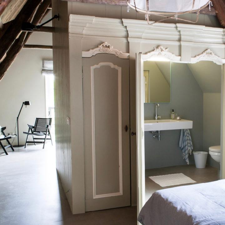 Badkamer in authentieke bedstede