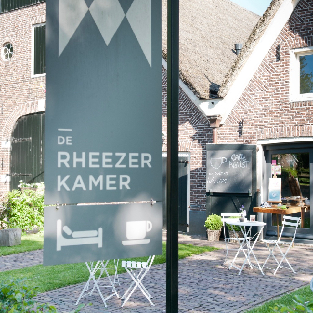 Uithangbord van bed and breakfast de Rheezer Kamer