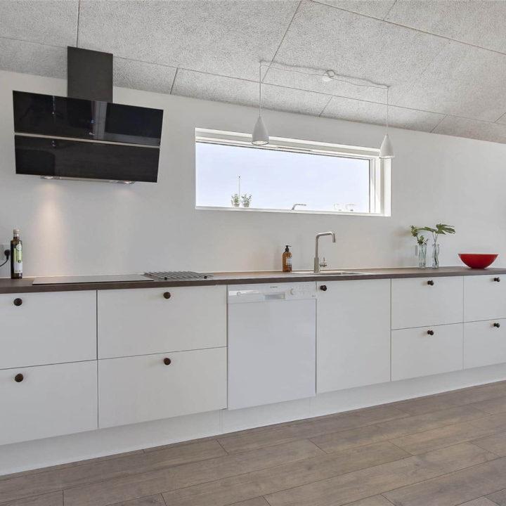 Moderne witte keuken, strak