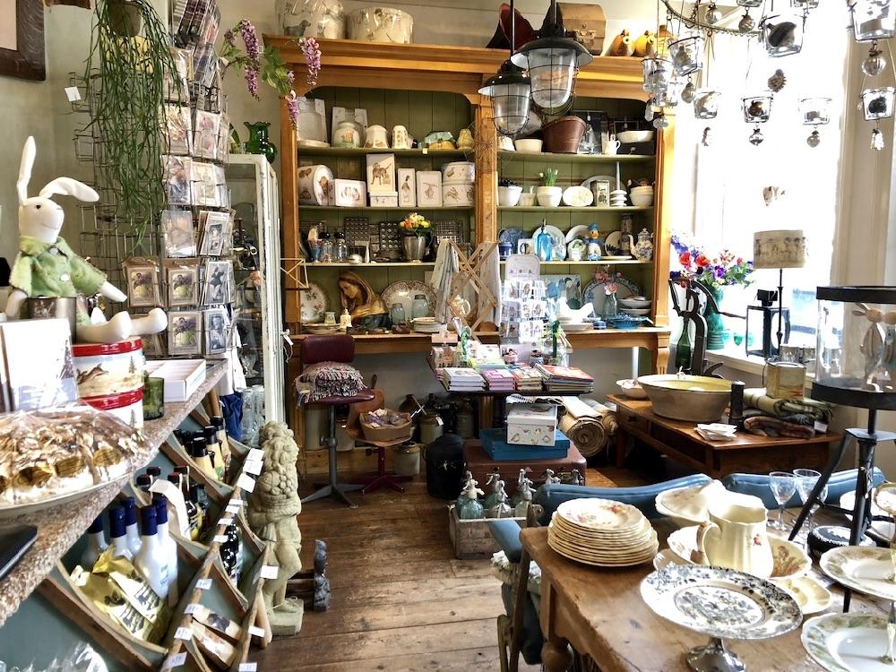 Brocante winkel met accessoires, woonartikelen, oudHollands snoep