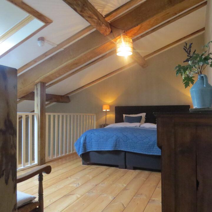 Slaapkamer op een vide in de loft
