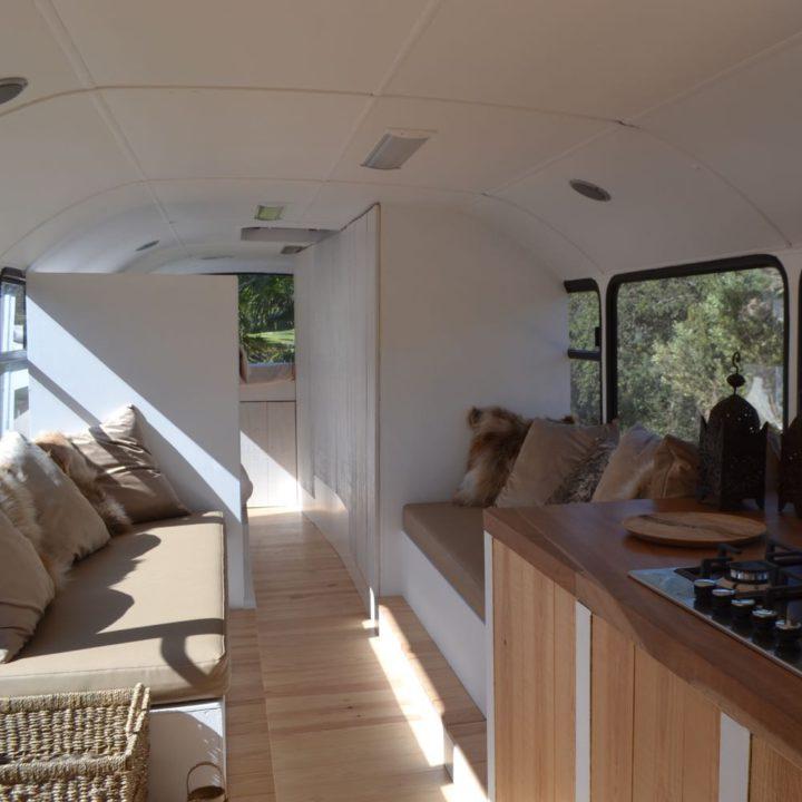 Stoere schoolbus omgebouwd tot accommodatie
