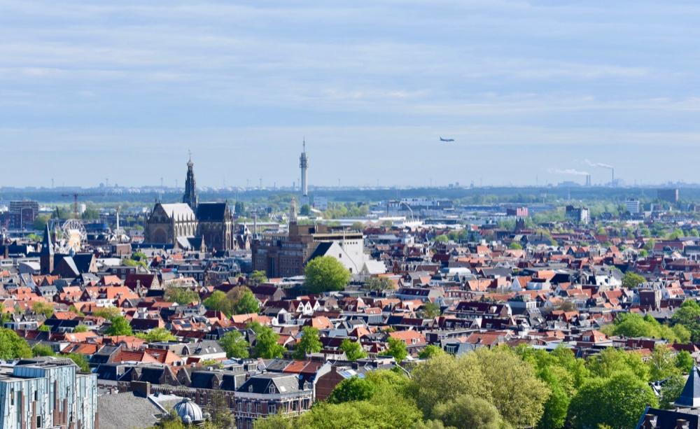 Uitzicht vanaf de Bavo kerk in Haarlem, over de stad